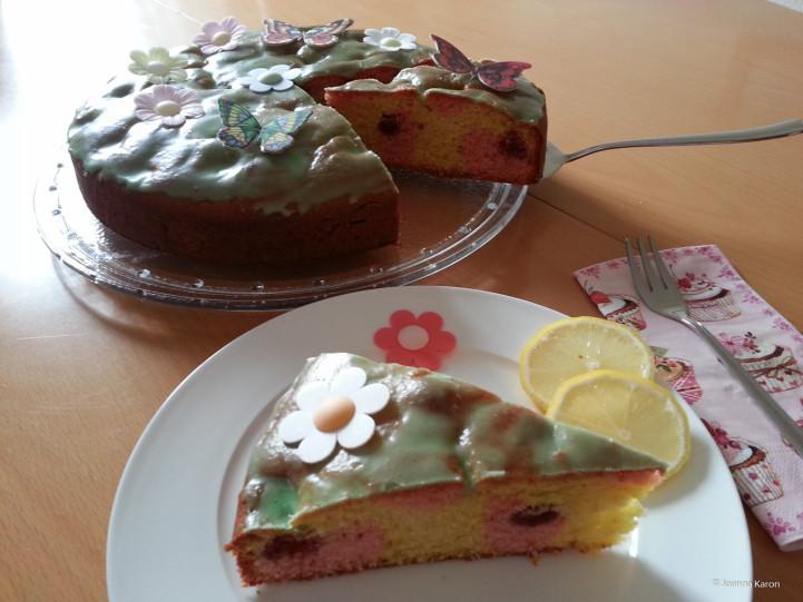 Zitronen-Marmorkuchen mit Himbeeren