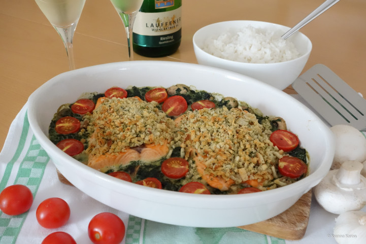 Lachs auf Spinat mit Brot-Parmesan-Kruste