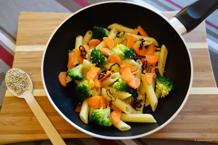 Gemüsepasta mit Chilibutter