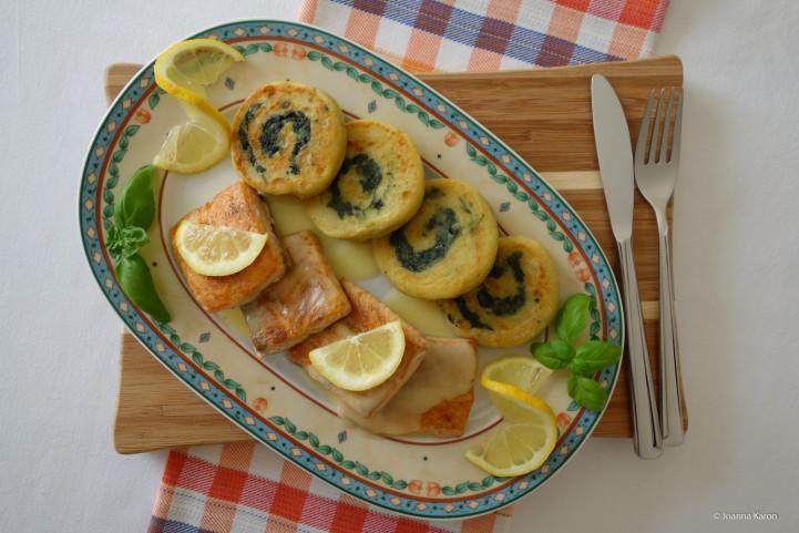Kartoffel-Spinat-Schnecken Lachs Zitronensoße