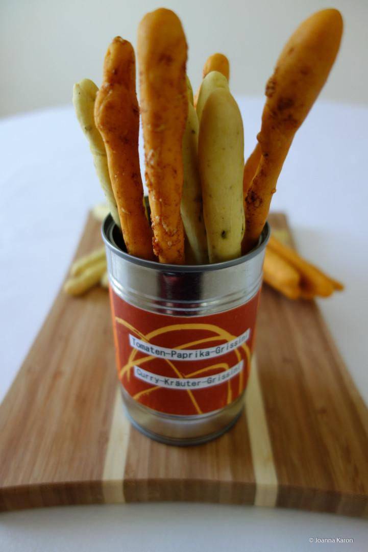 Tomaten-Paprika-Grissini und Curry-Kräuter-Grissini