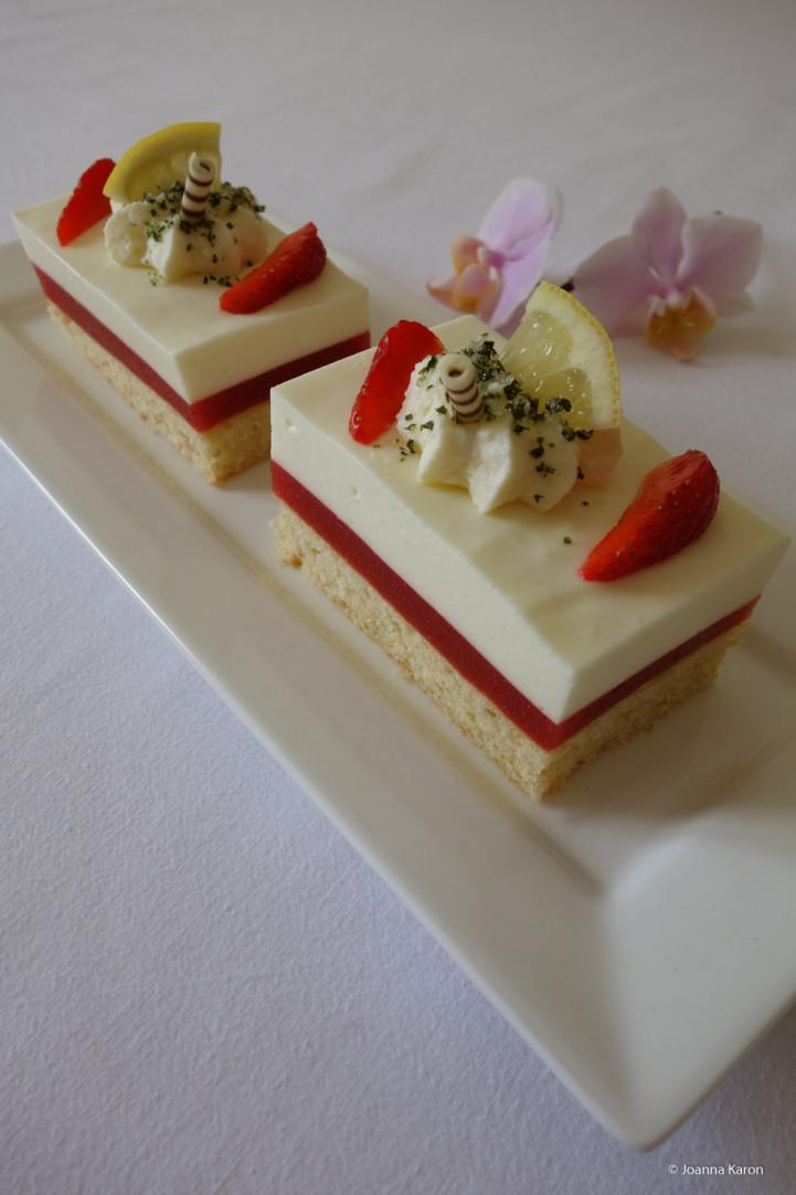Erdbeer-Rhabarber-Zitronen-Schnitten