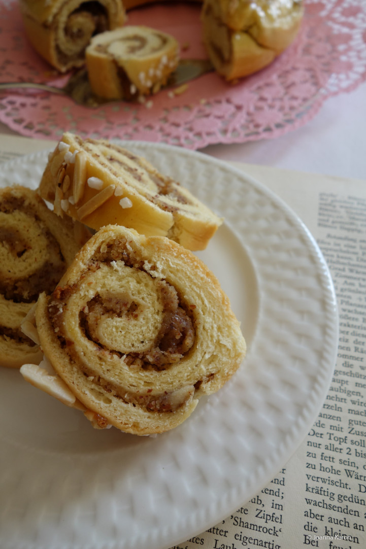 Mandel-Amarettini-Hefekranz