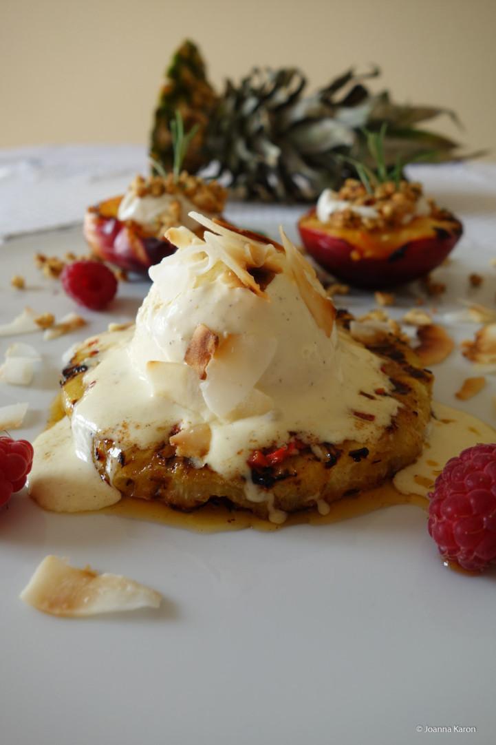 Gegrilltes-Chili-Ananas-Dessert Vanilleeis