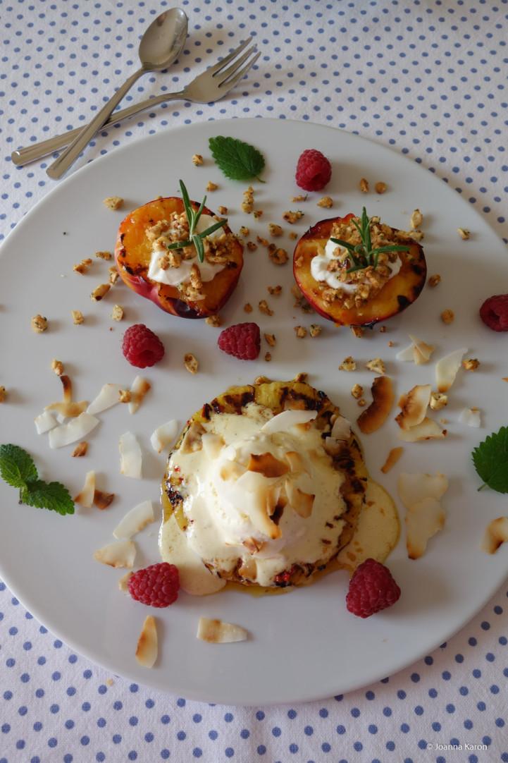 Gegrilltes-Chili-Ananas-Dessert Vanilleeis Gegrilltes-Nektarine-Dessert Mascarpone Cashew-Rosmarin-Krokant
