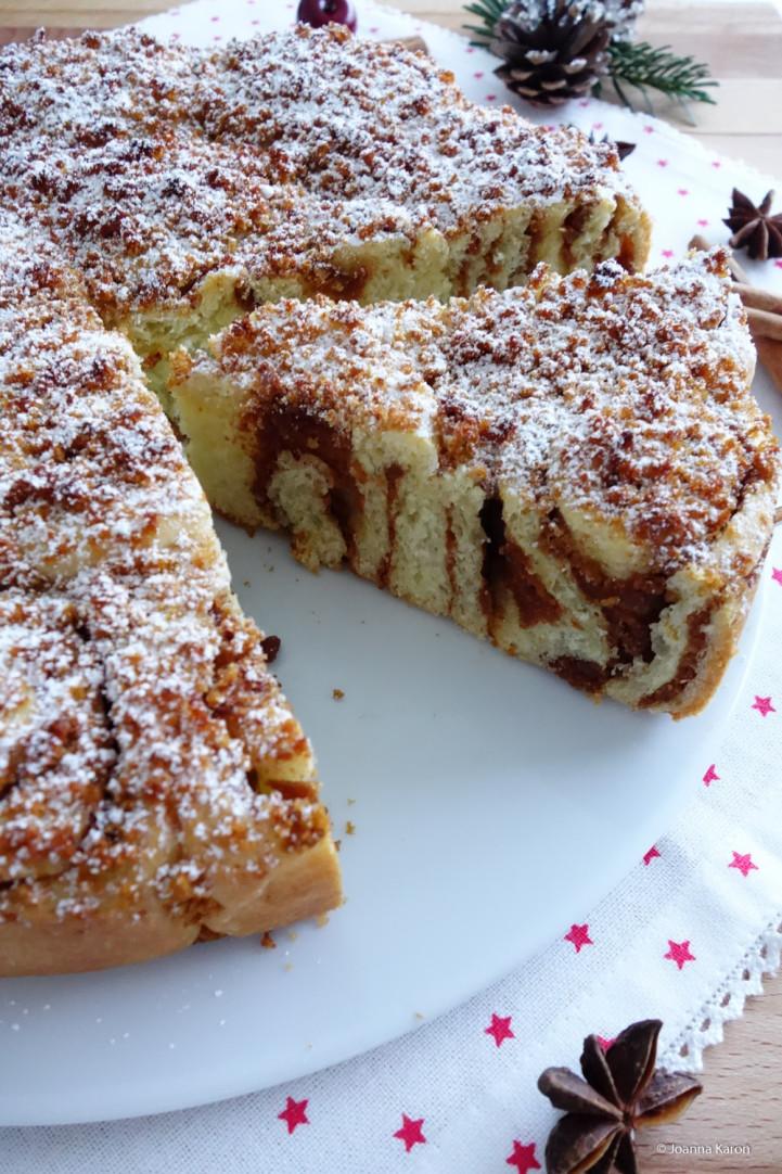 Weihnachtlicher Rosenkuchen