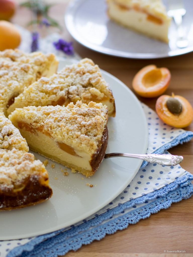 Ricotta-Aprikosen-Kuchen mit knusprigen Streuseln