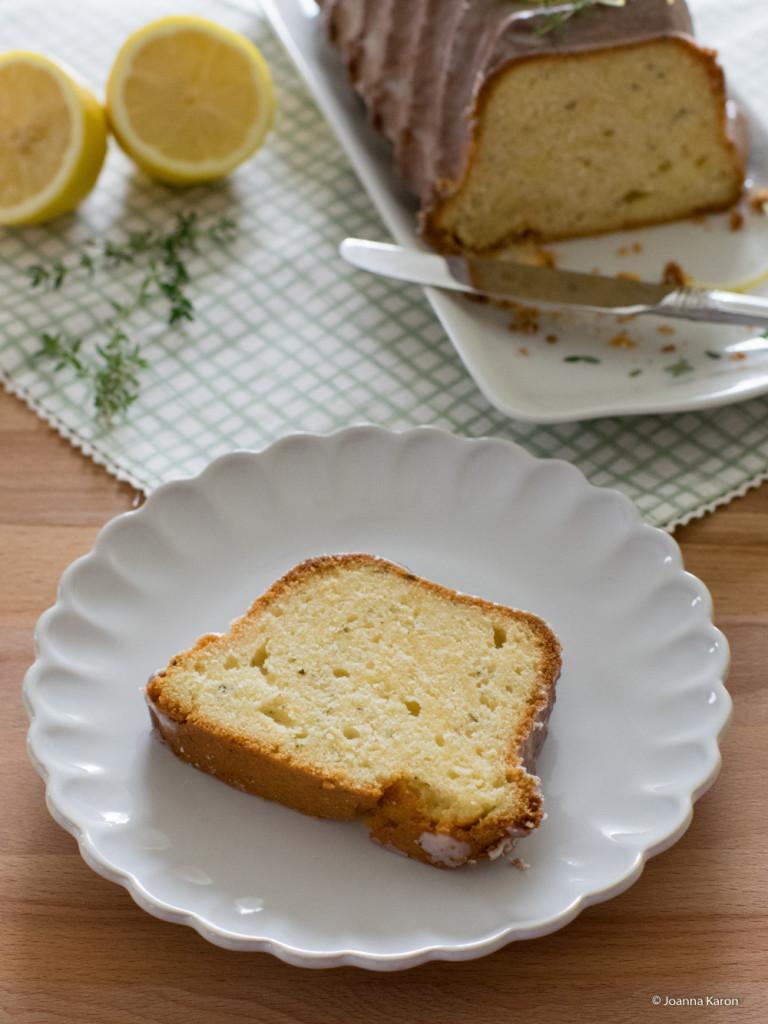 Zitronen-Ingwer-Kuchen mit Thymian und Rosmarin