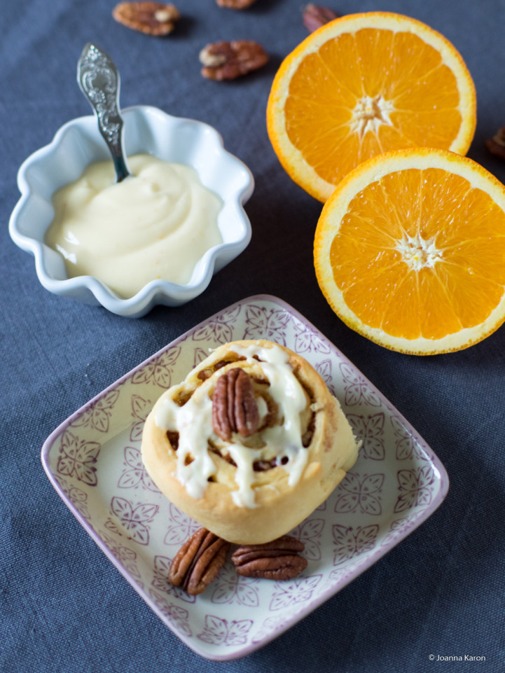 Pecannuss-Schnecken mit Orangen-Frosting