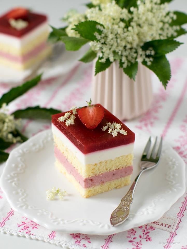 Erdbeer-Holunderblüten-Kuchen