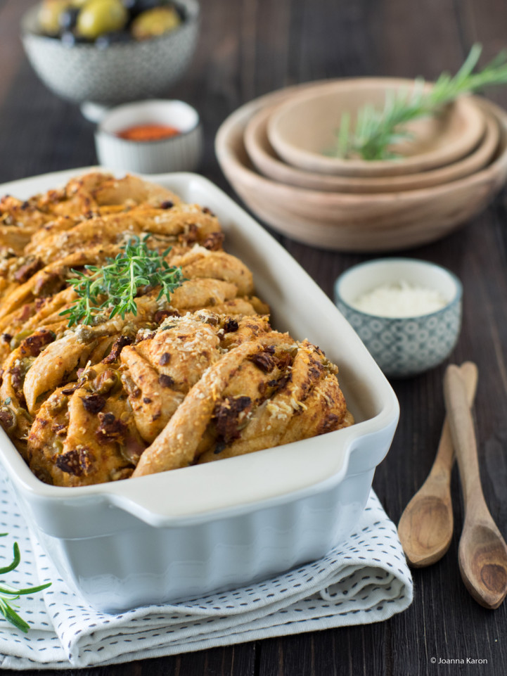 Gefüllte Zucchini mit Quinoa und Pesto-Oliven-Brot